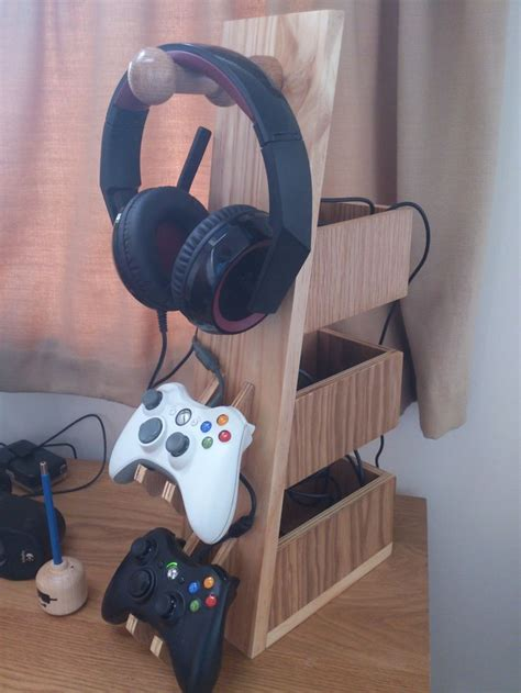 The making of a headset and controller rack | Diy