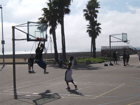 Los Angeles, CA Basketball Court: Venice Beach - Courts of